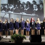 Mokinių šventinis pasirodymas. Liudvinavo Kazio Borutos gimnazijos nuotrauka.