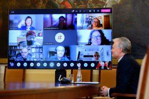 Prezidentas nuotoliniu būdu susitinka su Vilniaus miesto bendruomenių atstovais / Prezidentūros nuotr.