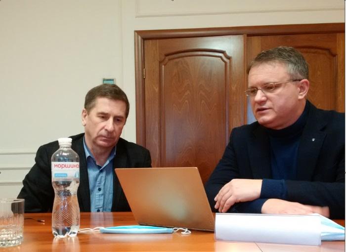 Lietuvos, Piliečių gynybos paramos fondo vadovas Stasys Kaušinis (iš kairės) ir Ukrainos vidaus reikalų ministro Arseno Avakovo patarėjas Ivanas Varčenko