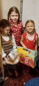 Vaikai su VTAS dovanomis