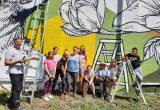Graffiti ir sienų tapybos-piešinių kūrėjo Tado Šimkaus ir jaunųjų dailininkų piešinys papuošė statinio, esančio Radvilonių gatvėje, sieną