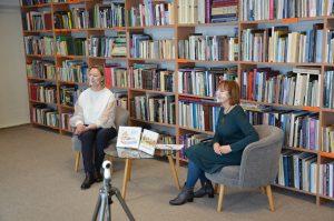(Iš kairės) Trakų meno mokyklos smuiko mokytoja-metodininkė Ieva Tijūnėlienė ir Trakų viešosios bibliotekos vyr. bibliotekininkė Irena Jocienė.
