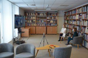 """Trakų viešojoje bibliotekoje pristatyta Trakų meno mokyklos smuiko mokytojos-metodininkės Ievos Tijūnėlienės knyga """"Smuikelės giesmė 2""""."""