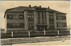 """Muziejaus pastatas, apie 1935 m. / fot. Mauša Fligelis. Iš Šiaulių """"Aušros"""" muziejaus rinkinių."""