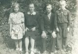 Jukūbaičių šeima 1952 metų liepą: tėvai Pranciška Murauskaitė-Jokūbaitienė ir Jonas Jokūbaitis, vaikai Genovaitė ir Algirdas / Raimundo Kliučinsko nuotr.