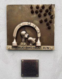 Romualdo Inčirausko meninis ženklas Moniuškos skvere
