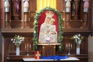 Panevėžio vyskupas Linas Vodopjanovas OFM šv. Mišiose pradedant Marijai skirtą mėnesį džiaugiasi į atsinaujinusią Krekenavos Švč. Mergelės Marijos Ėmimo į dangų Baziliką grįžusiu stebuklais garsaus Švč. Mergelės Marijos su Vaikeliu paveikslo sugrįžimu / Rugilės Duliūtės nuotr.