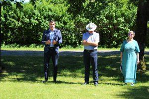 Pagėgių savivaldybės mero pavaduotojo Edgaro Kuturio (pirmas iš kairės) sveikinamasis žodis / Ramutės Vaitkuvienės nuotr.