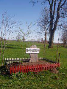 Dementonių kaimo riboženklis, pastatytas brolių Kisielių iš Vadoklių jėgomis / Broniaus Vertelkos nuotr.