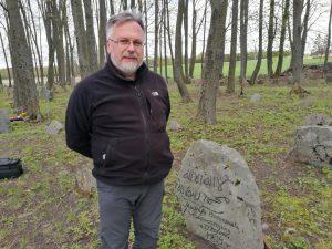 Vinkšnupių totorių senosiose kapinėse įrašus ant paminklų atnaujino mokslininkas, totorių paveldo tyrėjas iš Lenkijos Andžejus Drozdas / Birutės Nenėnienės nuotr.