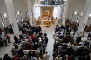 Bažnyčios pašventinimo šv. Mišios erdviuose maldos namuose