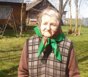 Dementonių kaimo gyventoja Janina Kulvietienė / Broniaus Vertelkos nuotr.