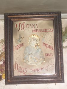 J. Kulvietienės senelio parsivežtas paveikslas troboje kabo 116 metų / Broniaus Vertelkos nuotr.