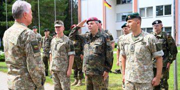 """Prezidentas lankosi pratybose """"Greitasis kardas"""" generolo Adolfo Ramanausko Kovinio rengimo centre / Prezidentūros nuotr."""