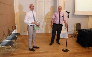 Vilniaus dailės akademijos Panemunės pilies meno direktorius Marius Daraškevičius (kairėje) ir Savivaldybės administracijos direktorius Raimundas Bastys (dešinėje)