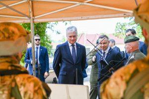 Lenkijos Prezidento Andrzejaus Dudos kvietimu į Krokuvą atvykęs šalies vadovas lankosi Lenkijos specialiųjų pajėgų komponento vadavietėje / Prezidentūros nuotr.