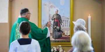 Kun. Arvydas Liepa pašventino Palaimintojo arkivyskupo Jurgio Matulaičio portretą / Vido Venslovaičio nuotr.