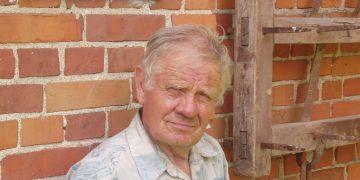 Naujamiesčio gyventojas, senosios žemės ūkio technikos kolekcininkas ir restauratorius Albertas Klikūnas / Broniaus Vertelkos nuotr.