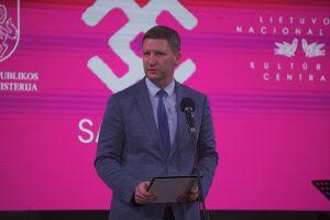 Nematerialaus kultūros paveldo vertybių puoselėtojus sveikina Kultūros ministras Simonas Kairys / LNKC nuotr.