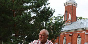 Antanas Andrijonas prie Gelgaudiškio bažnyčios. 2021 metai
