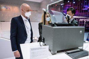 """AR-HUD demonstracija """"Huawei"""" stende / Huawei nuotr."""