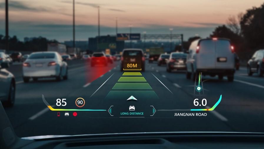 Huawei AR-HUD leidžia saugiau naudotis pagalbinėmis vairuotojo sistemomis